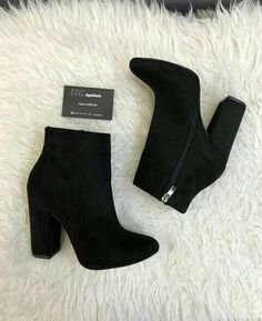 Different Types Of Sneakers – Sneaker Deals Pretty Shoes, Beautiful Shoes, Fashion Heels, Fashion Boots, Heeled Boots, Bootie Boots, Cute Boots, Dream Shoes, Mode Style