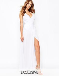Fame and Partners - Deco - Longue robe de sirene coupe portefeuille avec bretelles fines et fente jusqua la cuisse chez ASOS