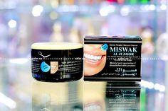 Натуральный зубной порошок на основе древесного угля Miswak от Al Juzur для отбеливания зубов и устранения неприятного запаха изо рта. В состав также входят гвоздика, корица, семена черного тмина и пудра сивака.  Вес: 45 г. Страна производства: ОАЭ.