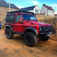 @emmamegana treated me for lunch so I had the honours of driving 60 miles there and back! Stunning scenery and weather and he food was incredible! Landy looked alright too I guess #Landy #landrover #landroverdefender #defender90 #defender #300tdi #rebuild #polish #essence #wax #scotland #elie #shipinn #fife #valentines #beach #beast by benmacdowall @emmamegana treated me for lunch so I had the honours of driving 60 miles there and back! Stunning scenery and weather and he food was…