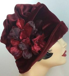 Red Velvet Cloche Hat with Flower Pin the Alice ♥ by TheWaughdrobe