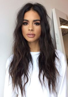 Find images and videos about girl, beauty and brunette on We Heart It - the app to get lost in what you love. My Hairstyle, Messy Hairstyles, Dark Hair, Brown Hair, New Hair, Your Hair, Sophia Miacova, Tips Belleza, Brunette Hair