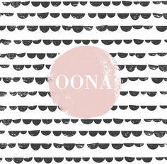 Moderne strak geboortekaartje met een zwart wit halve maantjes patroon en zacht pastel roze vlak waarin de naam staat. Stoer en lief kaartje voor meisjes!