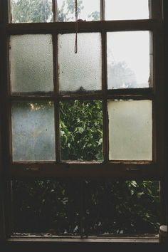 چه انتظار عظیمی نشسته بر دل ما همیشه منتظریم و کسی نمی آید / حمید مصدق