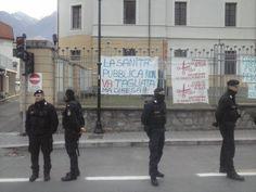 Si è svolta a Susa la manifestazione contro la decisione di Saitta di chiudere il punto nascite dell'ospedale. Tensioni e polemiche contro Plano e le FfdOo.