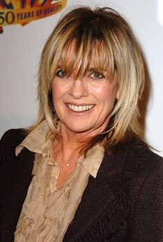 Bangs need to be a bit shorter Hairstyles Over 50, Modern Hairstyles, Summer Hairstyles, Wedding Hairstyles, Gray Hairstyles, Layered Hairstyles, Linda Gray, Short Hair With Layers, Haircut And Color