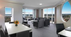Meriton Serviced Apartments Bondi Junction Sydney is only a 5 minute drive from the popular Bondi Beach. Penthouse Apartments at Meriton Bondi Junction are ideal for 6 persons.