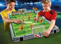 Kinder spielen mit der PLAYMOBIL Fussballarena http://www.spielzeug24.ch/ki/Playmobil-Fussball-6297595.html