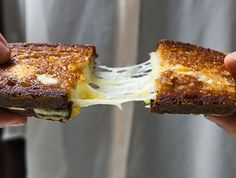 Here's how you can use mayonnaise to get the perfectly crisp grilled cheese sandwich.