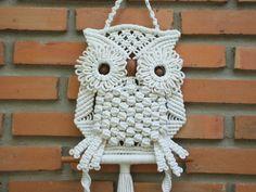 Colgado pared decorada artículo Búho blanco y su nido, una hermosa pieza de artesanía macramé, hecha de poli algodón (algodón + poliéster) trenzado