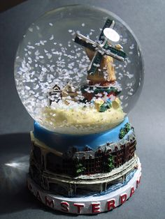 Very similar to the Amsterdam snowglobe i have :)