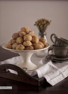 Buñuelos de viento. Receta Cereal, Place Card Holders, Breakfast, Food, Carnival, Saints, Microwaves, Gift, Funnel Cakes Recipe