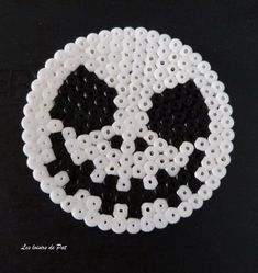Perles à repasser : Jack Perler Beads, Perler Bead Art, Fuse Beads, Melty Bead Patterns, Perler Patterns, Beading Patterns, Bracelet Patterns, Bricolage Halloween, Halloween Beads