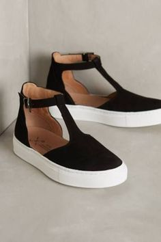 T-bar sneakers in black - perfect with rolled up jeans or a simple skater dress for a casual Sunday look