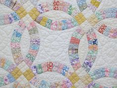 Lovely Vintage 1930's DOUBLE WEDDING RING Quilt   Pretty Pastel  Prints