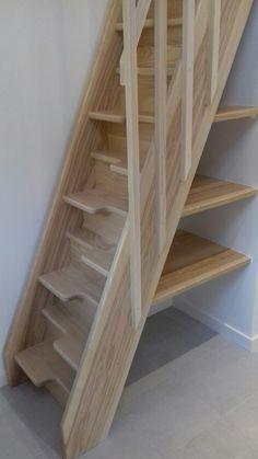 Escalier pas japonais - New Ideas Space Saving Staircase, Loft Staircase, Attic Stairs, Staircase Design, Small Space Stairs, Loft Design, Tiny House Design, Tiny House Stairs, Loft Room