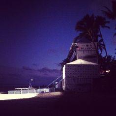 Playa de Pipeline. North Shore de Oahu, Hawaii. El Pipe Masters a punto de empezar (diciembre de 2014).