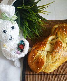 Τσουρέκια αφράτα και κορδωνάτα για μέρες!-evicita.gr Bread Cake, Camembert Cheese, Dairy, Food, Essen, Meals, Yemek, Eten