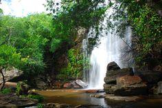 Cachoeira do Riachão (Piracuruca - PI) A cachoeira do Riachão só funciona na estação das chuvas. No verão seca totalmente, percebendo-se apenas um imenso paredão de pedra. Fica no Parque Nacional de Sete Cidades, em Piracuruca, Piauí, Brasil.
