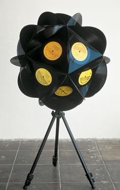 Creative Vinyl Record Art for Your House : The Record Contemporary Art And Vinyl. The record contemporary art and vinyl. Vinyl Record Projects, Vinyl Record Art, Vinyl Music, Vinyl Art, Lps, Studio Musical, Records Diy, Vinyl Platten, Diy Upcycling