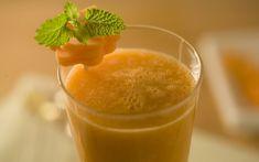 Receita de Suco diet de abacaxi com cenoura e hortelã - Show de Receitas