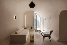 """""""A transformed cave house in Santorini, Greece. Kapsimalis Architects integrated the cubistic, traditional architecture of the village without damaging the cave ambience. Santorini House, Santorini Island, Santorini Greece, Crete Greece, Athens Greece, Neon Licht, Interior Design Minimalist, White Building, Built In Storage"""