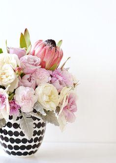 DIY spotted vase and flower arrangement