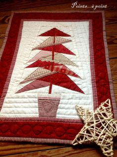Hottest Screen sewing table for quilting Concepts Best patchwork quilt blocks free pattern paper piecing Ideas Christmas Patchwork, Christmas Sewing, Christmas Projects, Christmas Trees, Christmas Quilting, Xmas, Patchwork Quilt Patterns, Paper Piecing Patterns, Pattern Paper