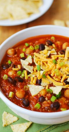 Pumpkin Quinoa Chili with Black Beans and Chickpeas (garbanzo beans) – healthy, vegetarian, gluten free!
