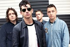 In front we have Alex Turner (vocal), Jamie Cook (guitar), Nick O'Malley (bass) and Matt Helders (drums). Alex Turner, Arctic Monkeys, Matt Helders, Good Music, My Music, Do I Wanna Know, Le Concert, The Last Shadow Puppets, The Rolling Stones
