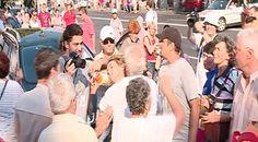 Pensionarii au făcut pogo cu mine la protestul Antena 3   VICE Romania