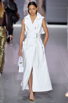 Here are some ideas I curated straight off the runway which show us the trendiest way to wear an all white outfit. All white outfit inspiration straight off the runway. designer couture, ready-to-wear, fashion week, vintage fashion Fashion 2018, Runway Fashion, Spring Fashion, Fashion Show, Fashion Dresses, Fashion Looks, Fashion Design, Womens Fashion, Bouchra Jarrar