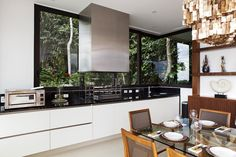 Cozinha com vista panorâmica. https://www.homify.com.br/livros_de_ideias/29990/inspiracao-cozinhas-cheia-de-vida