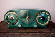 Vintage teal radio!  Mom had a cream colored one.
