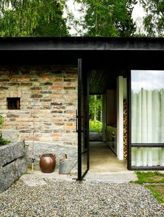 Lundnäs House is a summer house designed by Swedish architect Buster Delin for himself. The Lundnäs House is the architect's summer house. Home Design, Design Blog, Design Ideas, Low Budget House, Home Budget, Sweden House, Interior Work, Modern Cottage, Construction