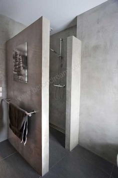 Nice inspirational picture for our concrete look. Materials for wall finishing: Concrete, Tadelakt, Bathroom Interior, Modern Bathroom, Small Bathroom, Master Bathroom, Spanish Bathroom, Concrete Bathroom, Concrete Shower, Bathroom Toilets, Beautiful Bathrooms