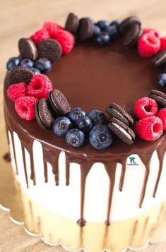 Tort oreo-jagoda z dripem Nutella Birthday Cake, Baby Birthday Cakes, Pretty Cakes, Cute Cakes, Berry Chantilly Cake, Bolo Grande, Delish Cakes, Cake Recipes, Dessert Recipes