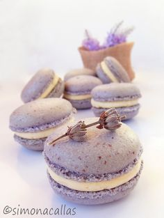 Lavender macarons are not only gorgeous but also delicious. I fell in love with these little sweet jewels and I always try new different flavors for them Baking Recipes, Cookie Recipes, Snack Recipes, Dessert Recipes, Scottish Recipes, Turkish Recipes, Romanian Recipes, Macaroons, Lavender Macarons