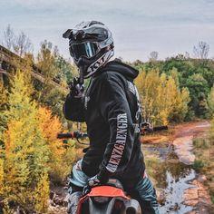 Motorcross Bike, Enduro Motorcycle, Motorcycle Style, Ktm Dirt Bikes, Honda Dirt Bike, Bike Photoshoot, Bike Pic, Photography Poses For Men, Dirtbikes