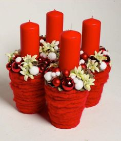 Sweet home : Christmas time! Christmas Advent Wreath, Christmas Flowers, Christmas Candles, Christmas Time, Christmas Crafts, Diy Hanukkah, Hanukkah Decorations, Christmas Arrangements, Christmas Centerpieces