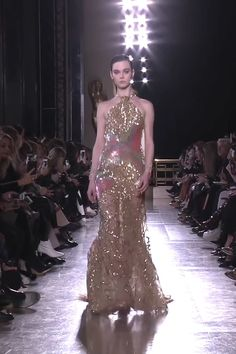 Gorgeous Embroidered Golden Backless Halter Mermaid Evening Dress / Evening Gown with Open Back and a Train. Runway Show by Elie Saab Mermaid Evening Dresses, Evening Gowns, Gala Dresses, Dress Outfits, Couture Fashion, Runway Fashion, Godmother Dress, Prom Dress Couture, Cinderella Dresses
