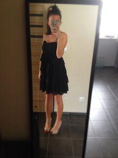 Witam, dziś mam na sprzedaż piękną sukienkę czaną z falbankami. Mohito. Rozmiar 36. Sukienka jest nowa, niestety bez papie...