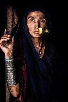 http://www.styleindicator.com/wp-content/uploads/2014/01/30-Tuareg-woman.jpg
