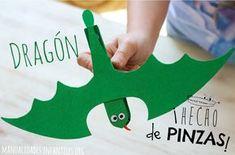 Más #Manualidades de #Dragones para los peques, esta vez utilizando papel y pinzas de madera Diy Arts And Crafts, Hobbies And Crafts, Fun Crafts, Paper Crafts, Diy For Kids, Crafts For Kids, Castle Crafts, Dragons, Medieval Dragon