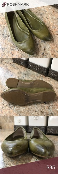 Frye Olive Green Regina Flat Great Color! Olive Green. Like new. Women's size 8. Please see photos. Thanks for shopping my closet! Frye Shoes Flats & Loafers