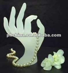 Source AJD-104 Hand-shaped Red Plexiglass Necklace Holder on m.alibaba.com