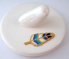 Broche plume en perles Miyuki ★ bleu et turquoise : Broche par lili-azalee-bijoux