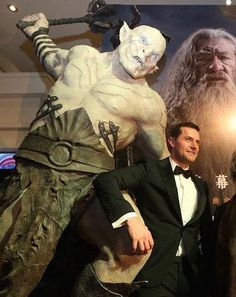 """""""RichardArmitage what are you doing??!!?!!"""" <<-- Same thing he always does.  Just stands there while Azog kicks his ass AGAIN."""