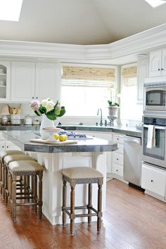 14 Kitchen area makeover ideas without redesigning that will certainly save you expenses for renovating houses. However the results are much from just what you pictured Sherwin Williams Cabinet Paint, Diy Cabinets, Kitchen Cabinets, Cabinet Makeover, Cabinet Colors, Painting Cabinets, Kitchen Remodel, Kitchen Decor, Home Improvement