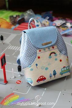 A mochila pequena é super bonitinha e tem o tutorial com medidas e fotos AQUI Mais fotos e original AQUI